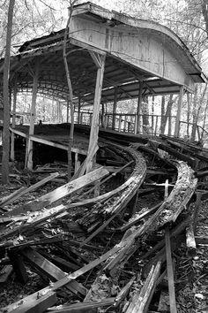 Más tamaños | Abandoned Roller Coaster Station | Flickr: ¡Intercambio de fotos!