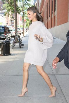 You could take some fashion advice from Zendaya and just use your oversized sweater as a dress! A new type of sweater dress style. Estilo Zendaya, Moda Zendaya, Zendaya Style, Zendaya Outfits, Zendaya Dress, Zendaya Clothes, Zendaya Makeup, Zendaya Hair, Zendaya Fashion