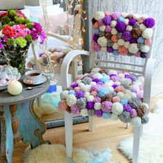 Un tapis fait de pompons colorés - Marie Claire Idées