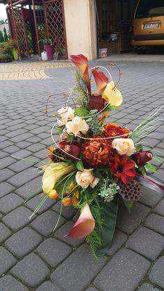 Przepiękny taki mi się udal Grave Flowers, Funeral Flowers, Funeral Arrangements, Flower Arrangements, Beautiful Flowers Garden, Arte Floral, Fall Flowers, Floral Centerpieces, Flower Bouquet Wedding