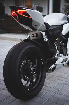 Arriere de Moto de rêve, optique effilée... Racer, Moto Sportive C.
