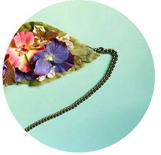 Cinturón de flores disponible en nuestra web. Hacemos cinturones de flores personalizados para eventos o bodas para ser la invitada perfecta.