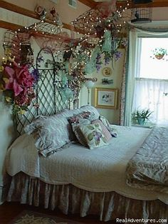 1000 images about vintage bed rooms on pinterest for Victorian garden room
