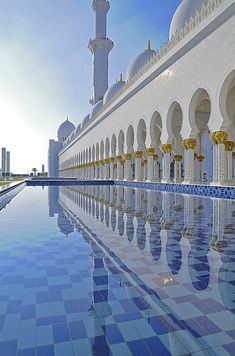 Sheikh Zayed Mosque in Abu Dhabi: I remember taking a picture just like this there! I swear everything in that mosque was priceless. Basically jewels and gold Mosque Architecture, Art And Architecture, Architecture Details, Ancient Architecture, Abu Dhabi, Beautiful Architecture, Beautiful Buildings, Beautiful Mosques, Beautiful Places