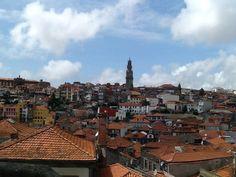 Cidade do Porto / ao fundo Torre dos Clérigos...foto A.Stuart