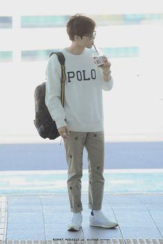Suho [HQ] 190402 Incheon Airport, departing for Paris Kim Joon, Kim Min Seok, Kpop Fashion, Mens Fashion, Airport Fashion, Kim Junmyeon, Suho Exo, Kim Jong In, Incheon