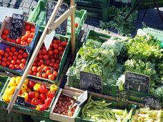 Gemüsemarkt auf dem Burgplatz in der Bieler Altstadt. Dienstag, Donnerstag und Samstag von 07.00 bis 12.00 Uhr