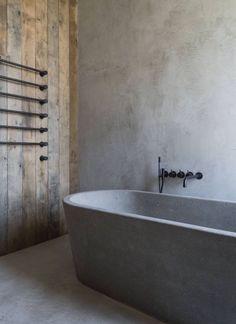 Salle De Bain Mur En Bois Et Ciment Baignoire Beton Cire Ilot Design Boho