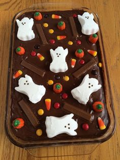 Easy Halloween Candy Cake! This would be a great idea even for after Halloween to use up leftover trick or treat candy!