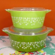 i recently bought a medium sized mixing bowl in the crazy daisy print (the lighter green)