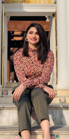 Prachi Desai Wallpapers [HD] Parneeti Chopra, Prachi Desai, Diy Clothes And Shoes, Front Hair Styles, Cool Outfits, Fashion Outfits, Indian Bollywood Actress, Stylish Girl Images, Bridal Photography