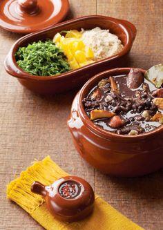 Feijoada vegana  Ingredientes • 400g de feijão preto • sal e pimenta a gosto • 01 cebola picada • 4 dentes de alho • 01 tomate picado...