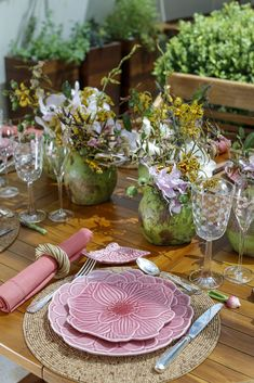 PINK and GREEN! For the prettiest spring table settings!
