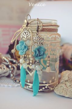 Orecchini fiore di loto e piume/orecchini boho fiore di loto/orecchini piume/orecchini rose/orecchini perle/meditazione/regalo per lei di VeniceStyle su Etsy