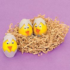 Plastic Easter Egg Ideas - Cheery Chicks - Cut eggshell pieces from a cardboard egg carton. Use glue dots to adhere googly eyes and a cardstock beak to a plastic egg. If you like, set your chicks in a shredded paper nest. Cool Easter Eggs, Plastic Easter Eggs, Easter Egg Dye, Egg Crafts, Easter Crafts, Crafts For Kids, Easter Projects, Easter Decor, Easter Ideas