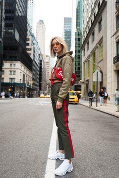 #NYFW Pop Of Red: Supreme x Louis Vuitton Bag & Joseph Pants // belt bag, wtw, Lisa Hahnbück, Fashion Blogger, Fashion, Blogger, ootd, Streetstyle, outfit, rtw, all black, bag, tasche, designer, luxury, düsseldorf, berlin, hamburg, münchen, new york, paris, mailand, winter, fall, herbst, look, 2017, 2018