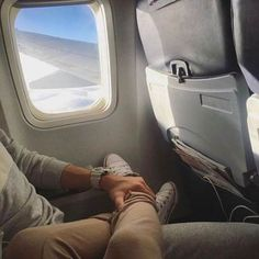 Super travel plane couple 35 ideas You are in the right place about vacation pictures Here w Relationship Goals Pictures, Cute Relationships, Vacation Pictures, Travel Pictures, Honeymoon Pictures, Cute Couples Goals, Couple Goals, Calin Couple, Travel Pose