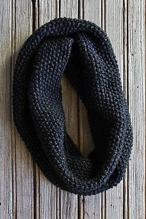 This collection of easy knitting patterns are perfect for beginner knitters. Like this Garter Stitch Cowl. Get the free knitting pattern today. Easy Knitting, Loom Knitting, Knitting Stitches, Knitting Patterns Free, Crochet Patterns, Knitting Scarves, Infinity Scarf Knitting Pattern, Knit Cowl, Knitting Tutorials