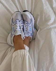 Aesthetic Shoes, Aesthetic Clothes, Sneakers Fashion, Fashion Shoes, Sneakers Nike, Mode Poster, Swag Shoes, Fresh Shoes, Hype Shoes