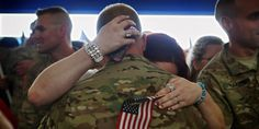 Us Soldiers Coming Home | Soldiers With Flag , Soldiers Coming Home From War , American Soldiers ...