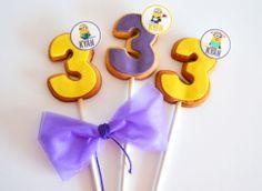 yellow and purple minion cookiepops by mysweetdear.com