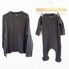 Turn an old thermal shirt into a romper! - Baby Clothes Crafts , Turn an old thermal shirt into a romper! Turn an old thermal shirt into a romper! Baby Sewing Projects, Sewing For Kids, Diy For Kids, Diy Projects, Baby Clothes Patterns, Clothing Patterns, Clothes Crafts, Sewing Clothes, Baby Outfits