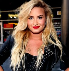 I want this hair...and to be Demi lovato really :L