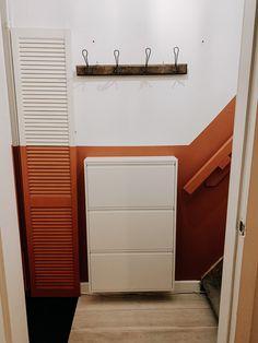 De trap moet alleen nog een renovatie krijgen! Trap, Garage Doors, Outdoor Decor, Home Decor, Homemade Home Decor, Decoration Home, Interior Decorating