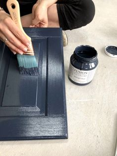 How To Not Get Brush Strokes When Painting is part of painting Tips - A common problem when furniture painting is brush strokes! This post will share how to not get brush strokes when painting furniture or cabinets with Fusion Mineral Paint Painting Melamine, Mineral Paint, Mineral Fusion Paint, Painting Cabinets, Chalk Paint Cabinets, Laminate Cabinets, Paint For Bathroom Cabinets, Coloured Kitchen Cabinets, Annie Sloan Kitchen Cabinets