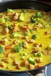 Vaříme bez tuku: Kuřecí kari se zeleninou Baking Recipes, Healthy Recipes, Good Food, Yummy Food, No Sugar Foods, Asian Cooking, Cooking Light, Food 52, Food Dishes