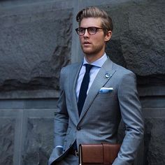Solid #mensuits #menstyle #suitedup #simple #instafashion #gq #blog #menswear #gentleman #classy #pureclass #work #outfit #onpoint