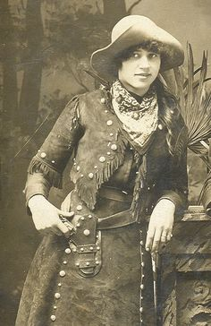 I don't know who this woman is or the provenance of the photo, but she's wonderful.