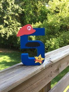 Artículos similares a Mario inspirado cumpleaños número o letra y decoración - personalizada en Etsy