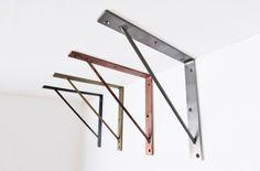【棚の下の力持ち】¥2,300〜 装飾を一切排除したシンプルな金属製棚受けです。素材は鉄、真鍮、銅、ステンレスの4種類。主張しない輝きがあります。