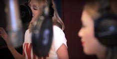 "Videoclip de ""100 Degrees"" de Kylie con su hermana Dannii. 2º single de ""Kylie Christmas""."