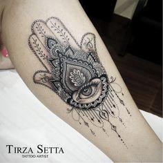 55 Spiritual Hamsa Tattoo Meaning and Designs Symbol Tattoos Motive, Leg Tattoos, Body Art Tattoos, Script Tattoos, Flower Tattoos, Tattoos Tribal, Dragon Tattoos, Tattos, Hamsa Tattoo Design