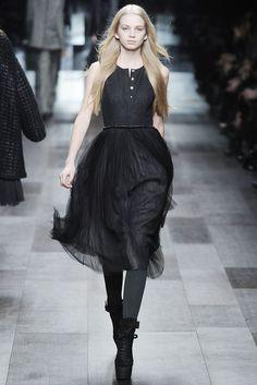 Burberry Fall 2009 Ready-to-Wear Fashion Show - Diana Farkhullina
