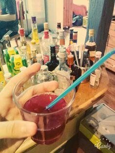 2 cl Wodka, 2 cl Pfirsich-Likör, 3 cl Orangensaft und 6 cl Kirschsaft