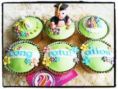 Graduation Pig Cupcakes