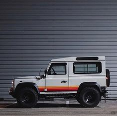 The Defender of France Observe us —> Land Rover… Defender 90, Land Rover Defender, Ford Gt, Audi Tt, Retro Cars, Vintage Cars, My Dream Car, Dream Cars, Classic Trucks