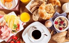 Nowadays people are so busy that they do not pay attention to eating properly. The effect of which affects its health, but when we eat empty stomach, some of these foods can really harm your body. Eastern Eggs, Easter Table Decorations, Le Diner, Food Items, Chocolate Fondue, Health Tips, Waffles, Dairy, Cheese