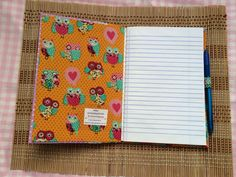 Caderno pequeno com caneta