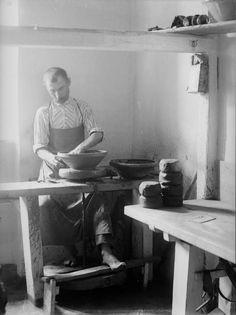 Fazekasság, korongolás az 1910-es években Folk Music, Ceramic Artists, Old Pictures, Historical Photos, Hungary, The Past, Traditional, History, Decor