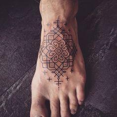 Patroontje @zwartekattenkwaad (design by me) #linework #rangoli #blackwork  #blxckwork #blackworkers #tattooinspiration #inked #tattooistartmagazine #patterntattoo #blacktattooart #blackworkerssubmission
