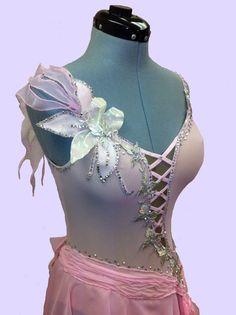 Robes de patinage artistique Style romantique rose robe avec cristaux de Swarovsky