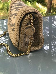 Real leather crochet bag Crochet Handbags, Crochet Purses, Knit Crochet, Crochet Hats, Plastic Canvas Patterns, Knitted Bags, Jewelry Patterns, Real Leather, Purses And Bags