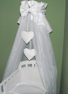 CANOPY drape with Free Standing HOLDER- to fit baby swinging crib/wicker basket/craddle (WHITE HEARTS): Amazon.co.uk: Baby