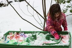 You don't have to pack your water table away after summer! Give it new life in the winter with this fun #snowday activity! Painting Snow