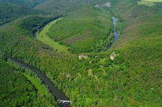 Letecký pohled na zříceninu Nového Hrádku u Lukova. #hrad, #zřícenina, #castle, #ruin, #Podyjí, #Thayatal Czech Republic, Golf Courses, Country Roads, Nature, Naturaleza, Scenery