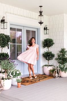 """Co-host of HGTV Canada's """"Love It or List It Vancouver"""" & Former Bachelorette, Jillian Harris, shares details of the JH x Etsy Summer Collection. Jillian Harris, Casual Dresses For Women, Cute Dresses, Summer Dresses, Summer Collection, Dress Collection, Cute Ponytails, Light Dress, H & M Home"""